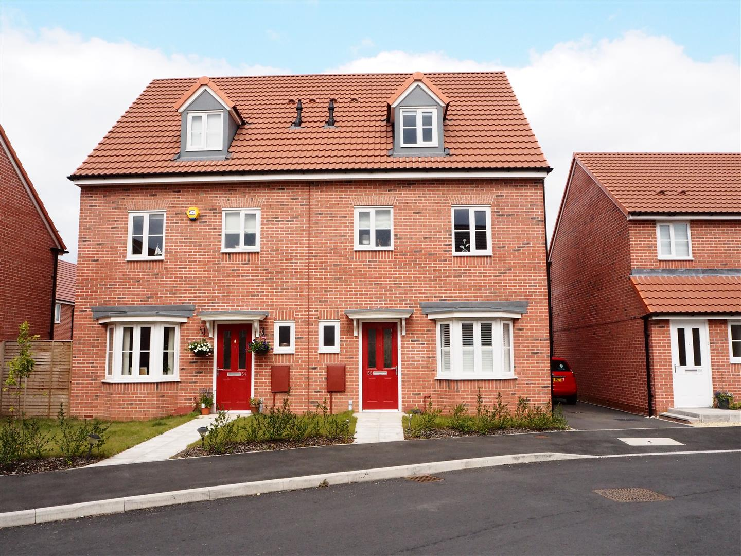 4 Bedrooms Semi Detached House for sale in Sentinel Close, Worcester